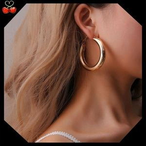 🍒 Lightweight Hollow Hoop Earrings